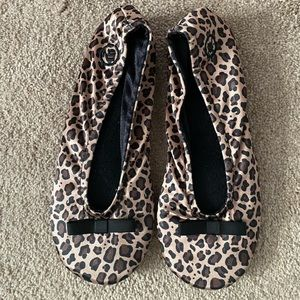 Isotoner Women's Size Small/5-6 Leopard Slippers